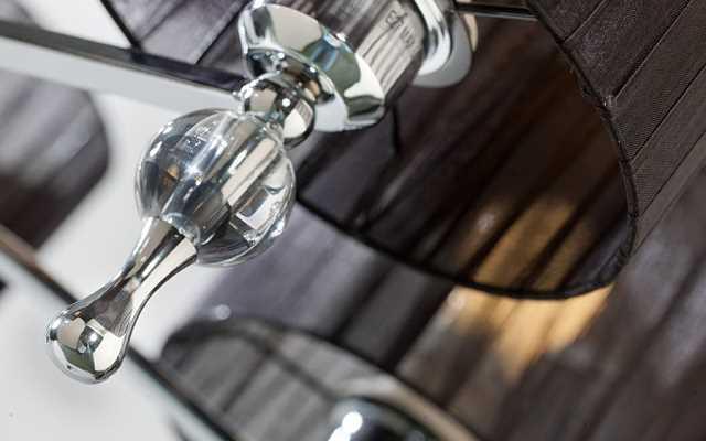 Jak szybko i łatwo doczyścić klosze i abażury każdej domowej lampy?
