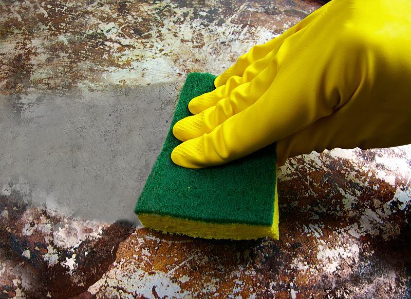 Czym i jak wyczyścić przypalony garnek - domowe sposoby na czyszczenie spalenizny 2