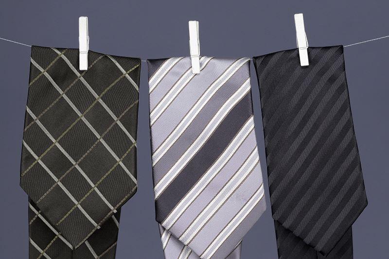 Jak prać krawat - czyszczenie krawata i jego prasowanie krok po kroku 2