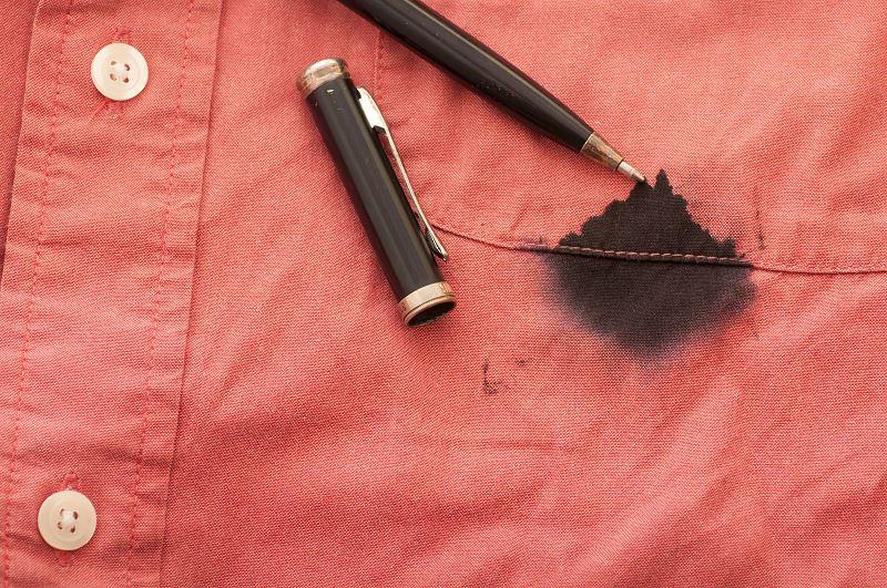 Plamy z długopisu - czym i jak sprać długopis z ubrań? 2