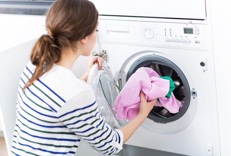Pranie syntetyczne - kiedy używać tego programu w pralce? Porady 2