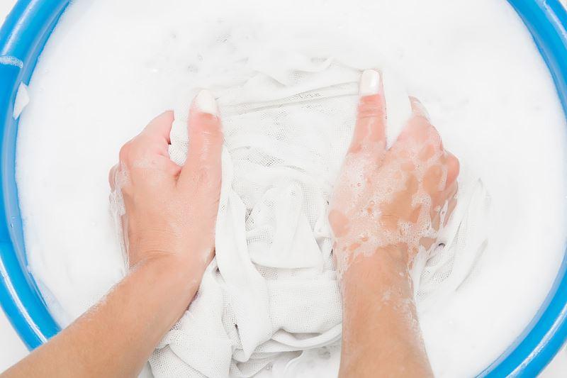 Pranie firanek - ręczne czy w pralce? W ilu stopniach? Radzimy 2