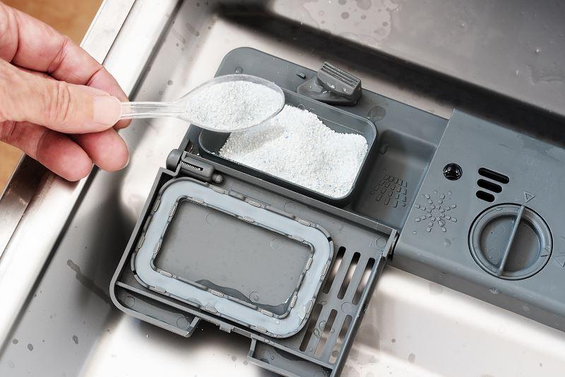 Sól do zmywarki – którą wybrać? Przegląd dostępnych marek, opinie, ceny, skuteczność działania 2