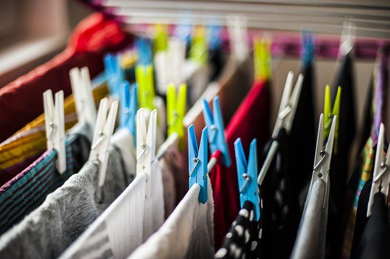 Suszarka pionowa na pranie - którą wybrać do małego mieszkania? 2