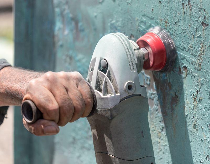 Jak usunąć farbę olejną ze ściany? Sprawdzone metody i preparaty 2