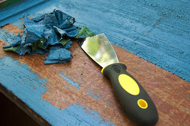 Usuwanie farby olejnej z drewna krok po kroku - preparaty, sposób postępowania, porady 2