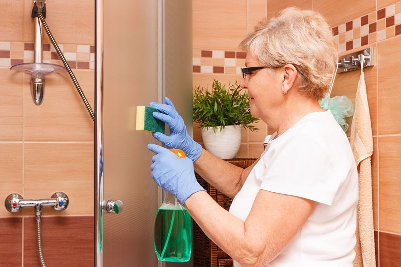 Jak usunąć silikon z kabiny prysznicowej? Najlepsze sposoby na pozbycie się starego silikonu 2