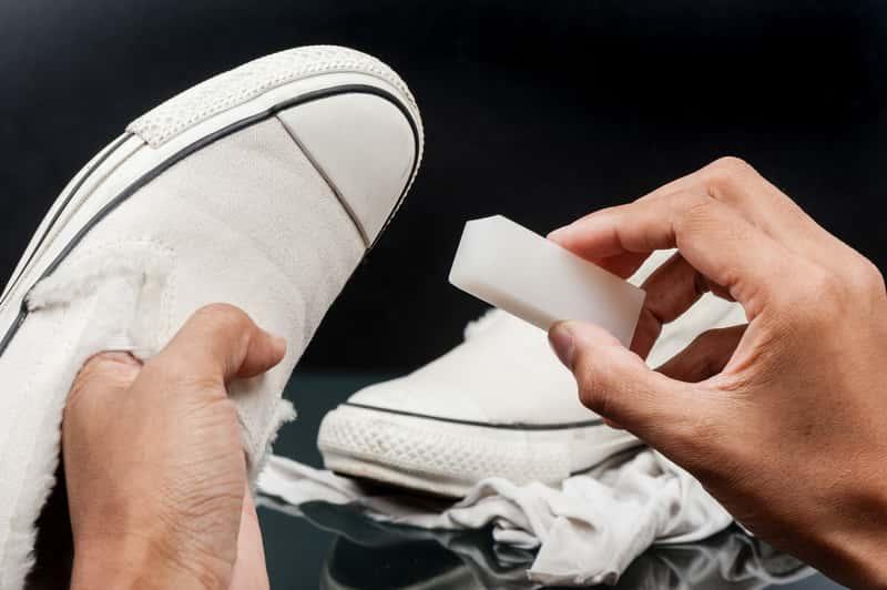 Jak i czym wyczyścić białe buty? Domowe sposoby i profesjonalne środki