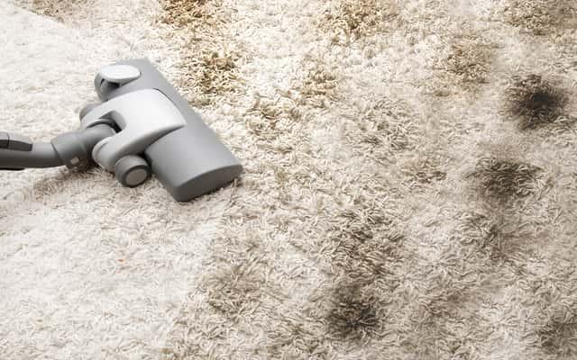 Czyszczenie dywanu sodą oczyszczoną krok po kroku