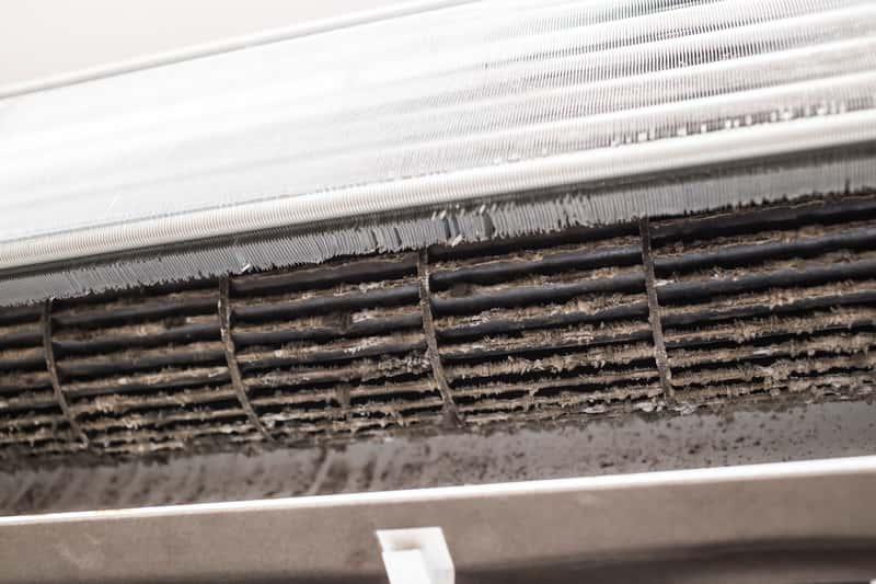 Brudna klimatyzacja do czyszczenia