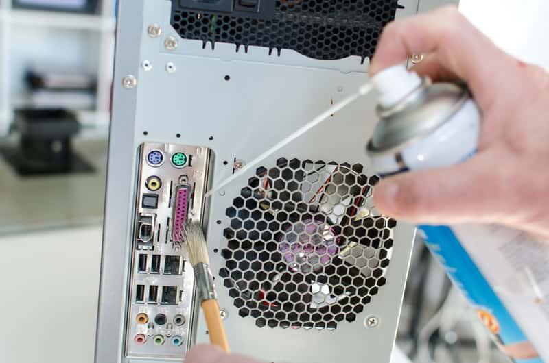 Jak wyczyścić komputer? Skuteczne i bezpieczne sposoby na oczyszczenie komputera