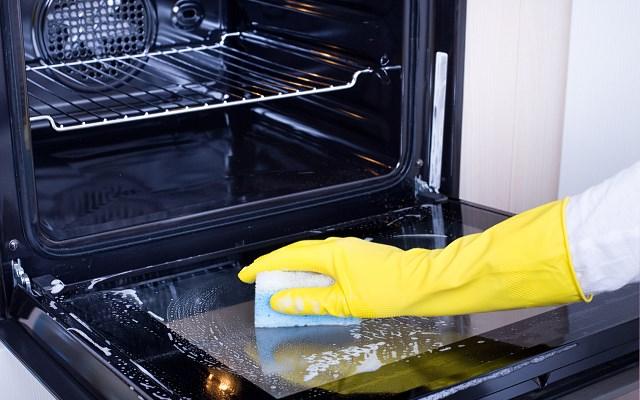 Sprawdzone sposoby na czyszczenie piekarnika