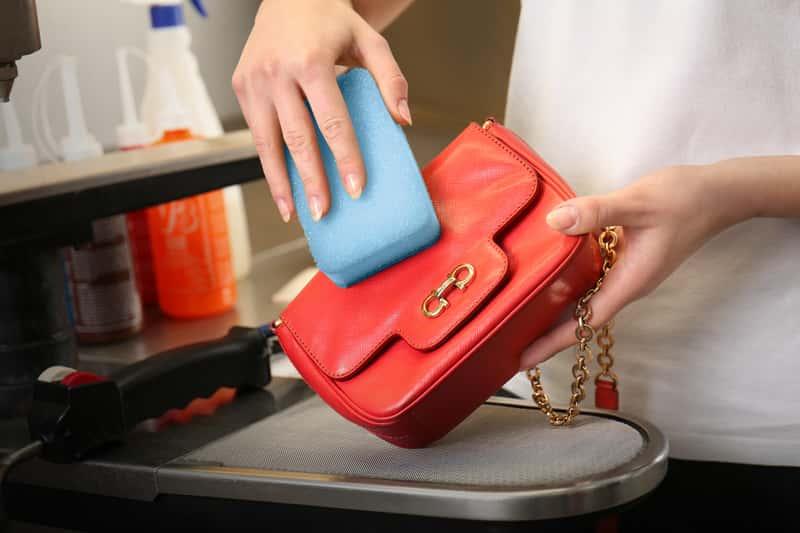 Czyszczenie torebki ze skóry