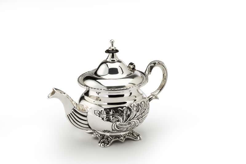 Srebrny czajniczek po wyczyszczeniu