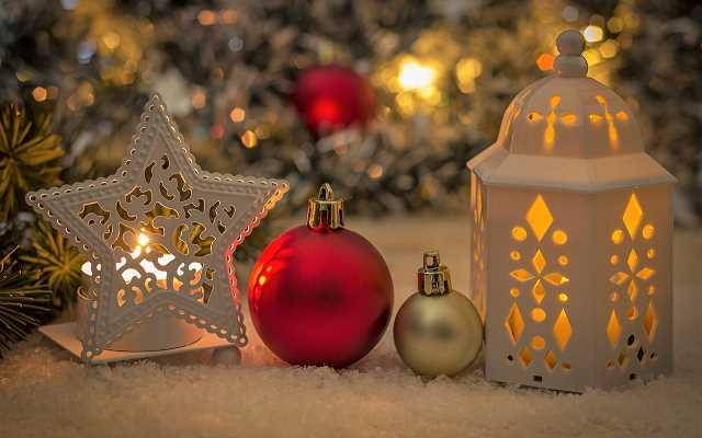 Proste sposoby na przytulny, świąteczny klimat – dodatki świąteczne