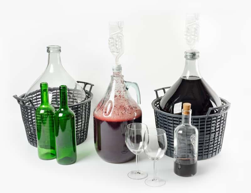 Jak zrobić wino domowe krok po kroku? Poradnik praktyczny