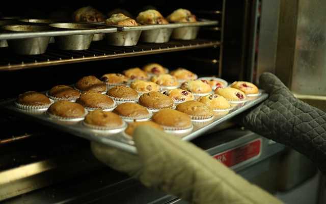 Dym z piekarnika w trakcie pieczenia – jak go zatrzymać?