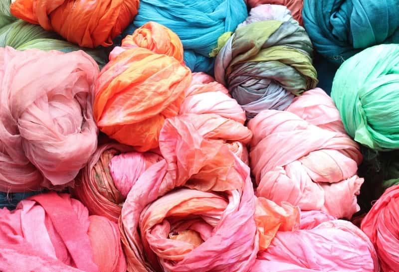Farbowanie tkanin krok po kroku – zobacz, w jaki sposób zmienić kolor tkanin
