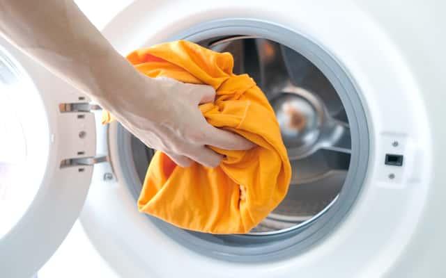 Farbowanie ubrań w pralce – zobacz, jak farbować tkaniny w domu