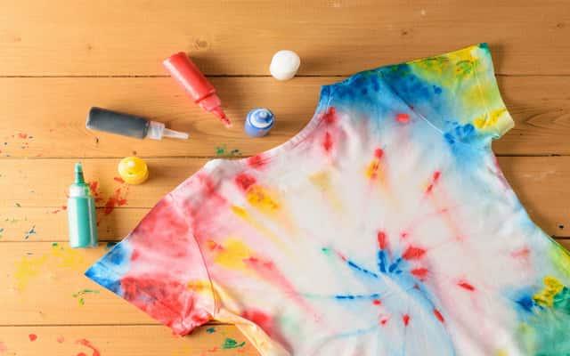 Farbowanie ubrań krok po kroku – sprawdź, jak zrobić to samodzielnie