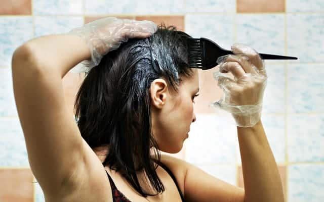 Farbowanie włosów w domu krok po kroku - zobacz, jak zrobić to dobrze