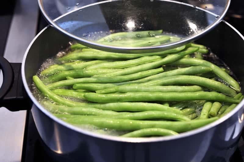 Ile gotować fasolkę szparagową? Odpowiadamy na pytania kulinarne