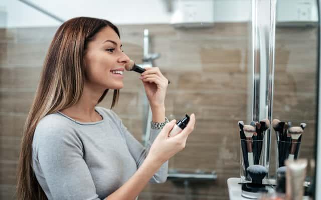 Idealny makijaż krok po kroku – zobacz, jak nakładać makijaż