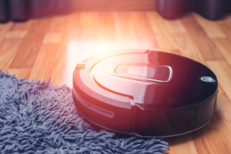 iRobot Roomba na podłodze