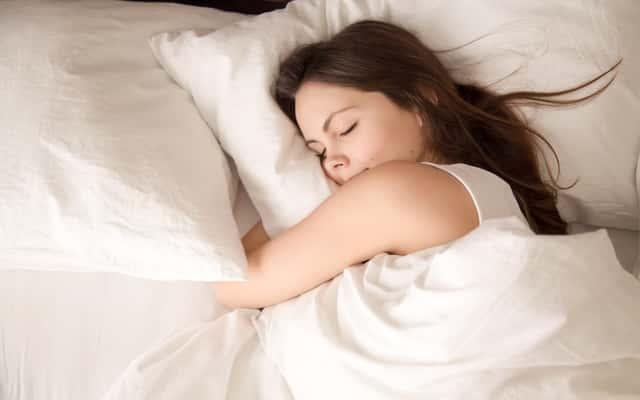 Jak szybko zasnąć? Oto 5 najlepszych sposobów na dobry sen