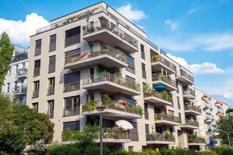 Jak urządzić balkon w bloku? Oto 5 sprawdzonych pomysłów