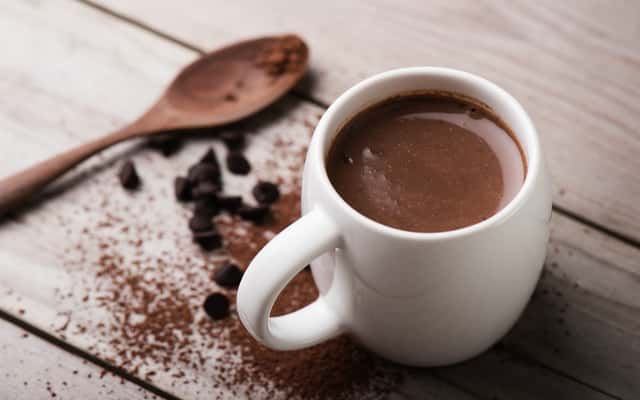 Jak zrobić gorącą czekoladę w domu? Oto 3 sprawdzone przepisy na różne czekolady