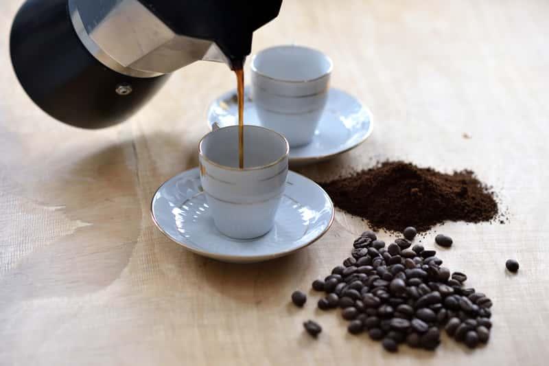 Jak zaparzyć kawę w kawiarce krok po kroku – poradnik praktyczny