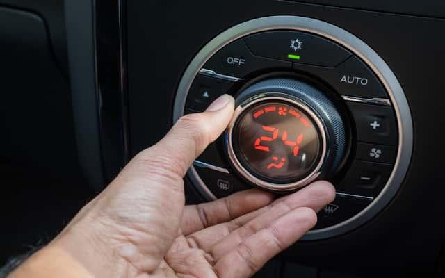 Jak wyczyścić klimatyzację samochodową? Sprawdzone sposoby