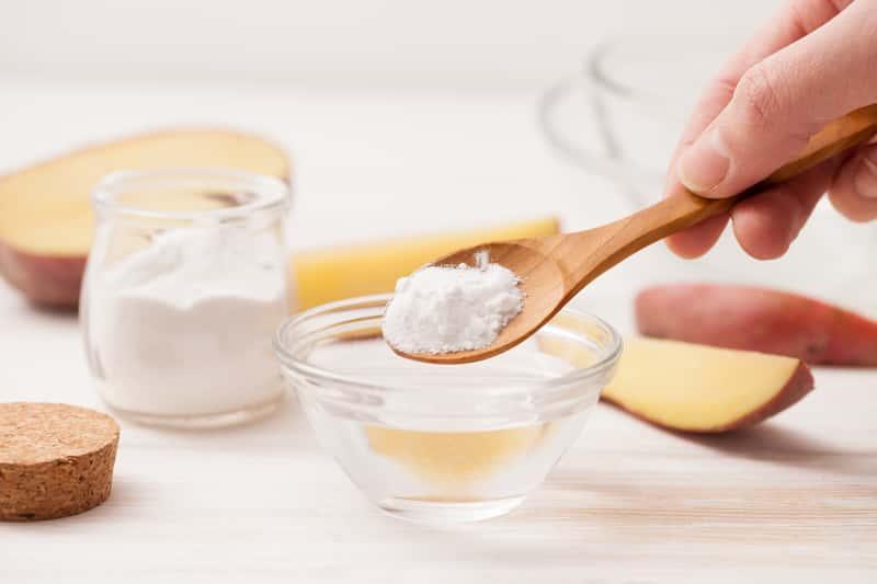 Kąpiel w krochmalu - na co pomaga? Jak ją prawidłowo przygotować?