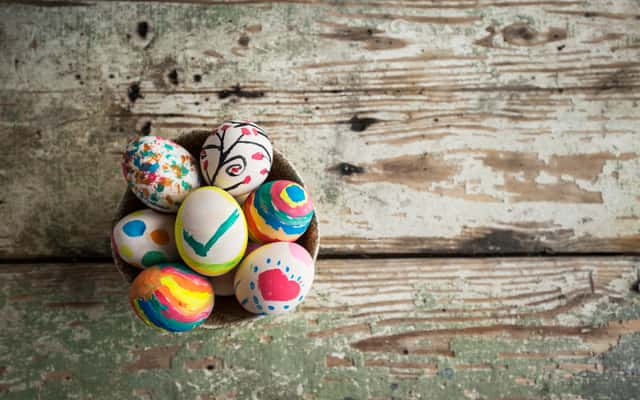 Malowanie jajek krok po kroku – oto najlepsze sposoby malowania pisanek