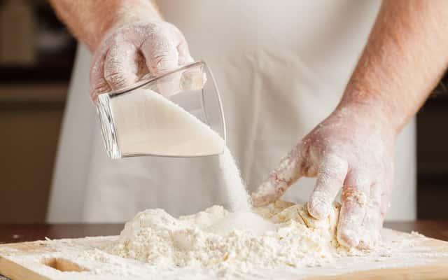 Jak zrobić masę solną krok po kroku? Oto najlepsze przepisy