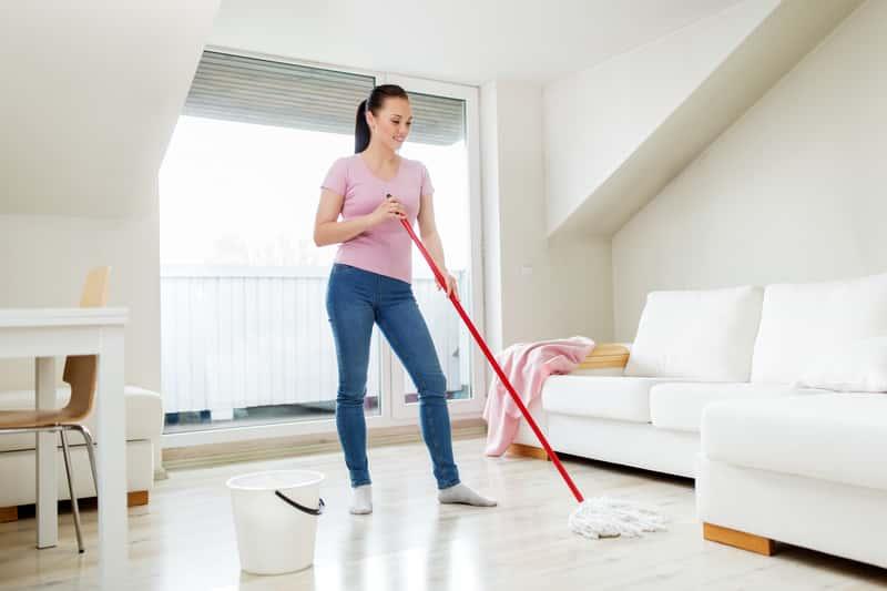 Mop do paneli podłogowych - rodzaje, opinie, ceny, skuteczność czyszczenia