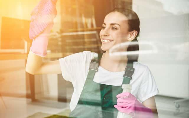 Mycie okien krok po kroku – jak i czym myć okna skutecznie?