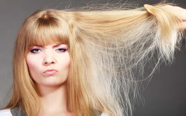 Co zrobić na elektryzujące się włosy? Oto 5 praktycznych sposobów