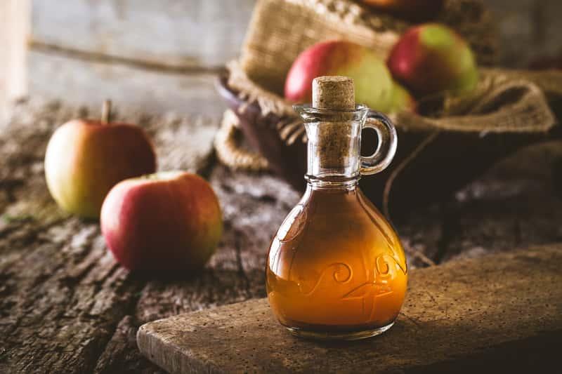 Ocet jabłkowy na czczo - jak stosować go na odchudzanie? Poradnik praktyczny