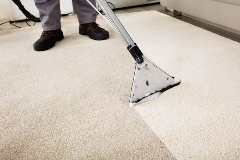 Pranie dywanu odkurzaczem