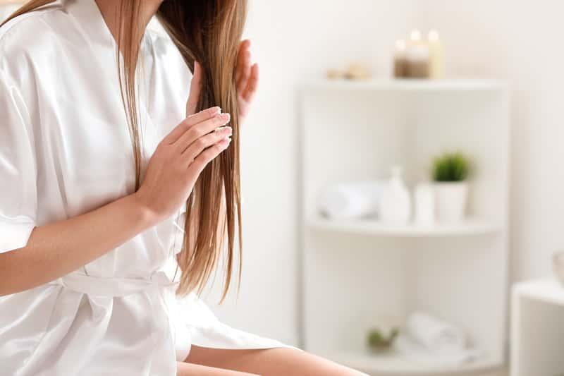 Czym i jak olejować włosy krok po kroku? Poradnik praktyczny
