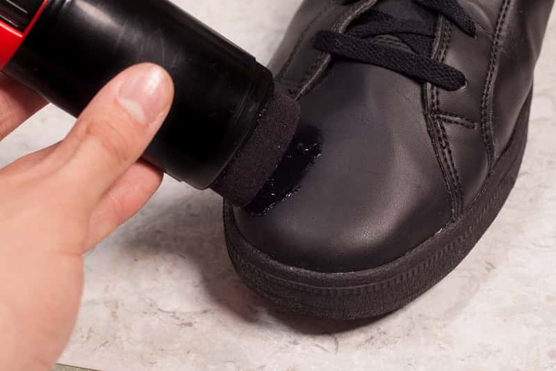 Jak pastować buty? Praktyczny poradnik pastowania butów skórzanych