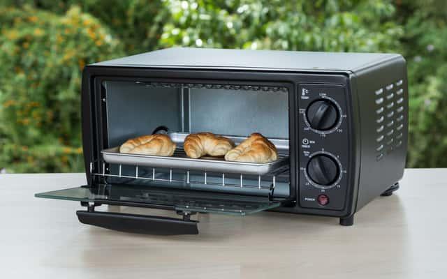 Elektryczny piekarnik wolnostojący - popularne modele, opinie, zalety, wady, ceny