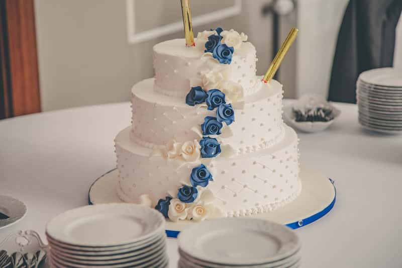 Jak zrobić tort piętrowy krok po kroku? Praktyczny poradnik