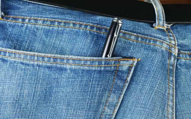 Plamy z długopisu - czym i jak sprać długopis z ubrań?