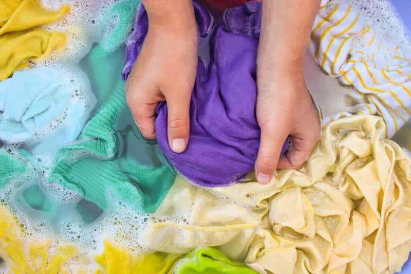 Pranie ręczne w misce