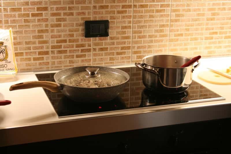 Płyta gazowa bez płomienia w kuchni