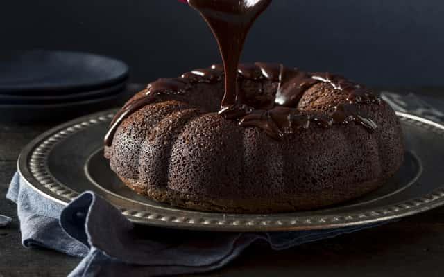 Jak zrobić polewę z czekolady krok po kroku – 3 najlepsze przepisy