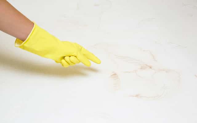 Pranie i czyszczenie materaca w domu - jak to zrobić?
